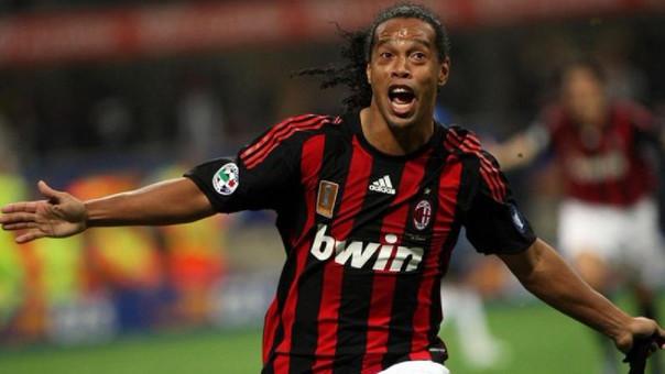 Ronaldinho jugó en el AC Milan en tres temporadas (2008-2011) y marcó 26 goles en 95 partidos.