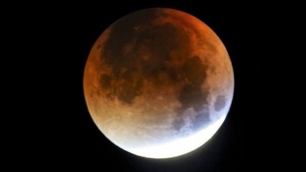 Esta es la foto de una súperluna de sangre. Así se verá nuestro satélite este 31 de enero.