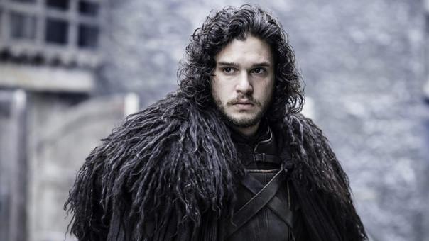Jon Snow pasó un bochornoso momento en un bar y tuvo que ser retirado