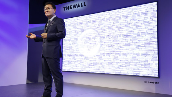 Jonghee Han, presidente de Displays Visuales de Samsung, en el evento Samsung First Look.