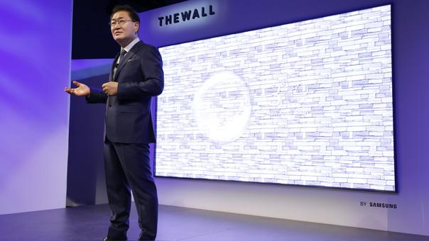 Jonghee Han, presidente de Displays Visuales de Samsung, en el evento Samsung First Look.