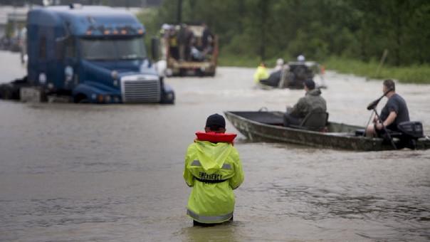 Desastres meteorológicos dejan pérdidas récord en EEUU en 2017: NOAA