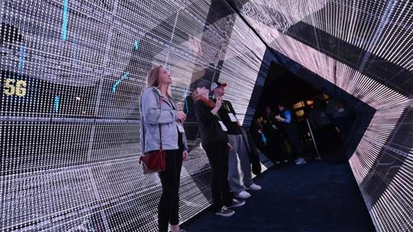 El túnel del 5G, una representación de cómo los datos conectan al mundo.