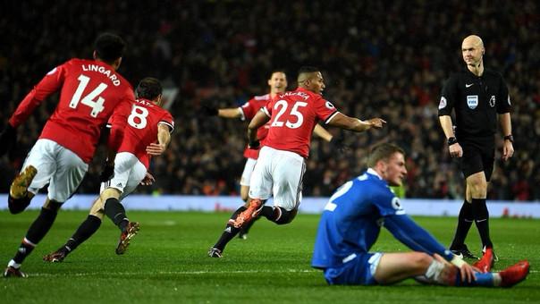 Tras la partida de Rooney, Antonio Valencia quedó como capitán del Manchester United.