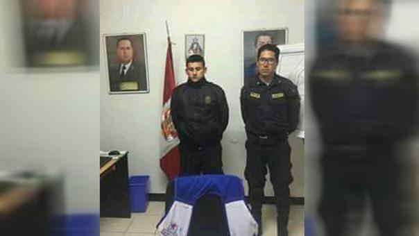Policías detenidos.
