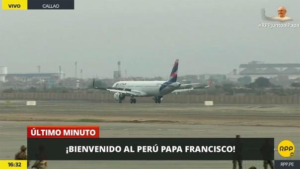 El avión del Papa aterrizó en Lima a las 16:32.