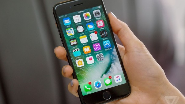 La denuncia sobre la ralentización de los iPhone fue hecha en diciembre luego de que usuarios compararon el rendimiento del smartphone dependiendo de su tiempo de uso.