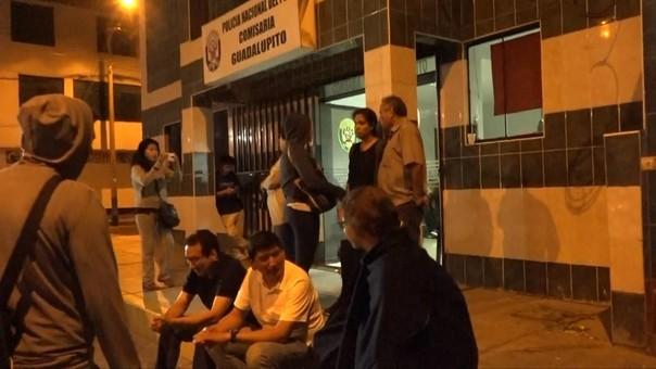 Pasajeros en la comisaría de Guadalupito