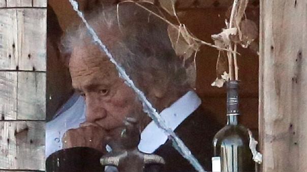 Esta es una de las últimas fotografías tomadas al icónico autor chileno Nicanor Parra durante las celebraciones de su cumpleaños número 100.