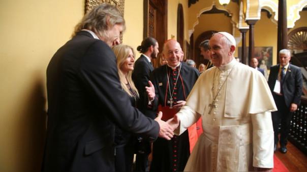 Ricardo Gareca saludó y conversó con el Papa Francisco en el Palacio Arzobispal.