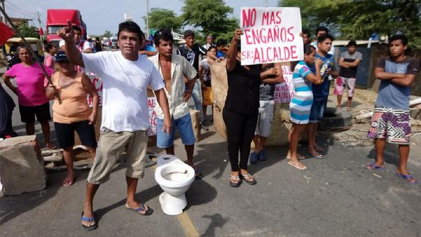 Protesta de tumbesinos por falta de agua en Bocapán.