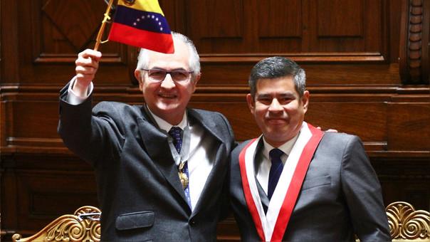Antonio Ledezma junto al presidente del Congreso, Luis Galarreta.