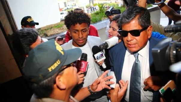 El futbolista dijo que él no conocía a ALessandra Chocano y que llegó a la fiesta del departamento de Miraflores por su cuenta.