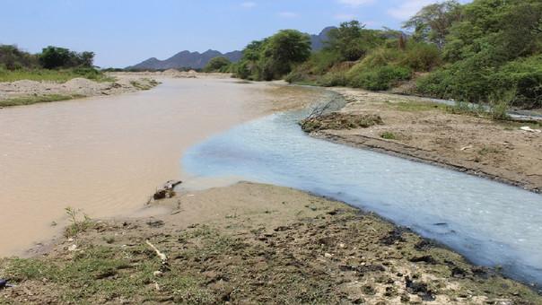 Denuncian contaminación del río de Olmos