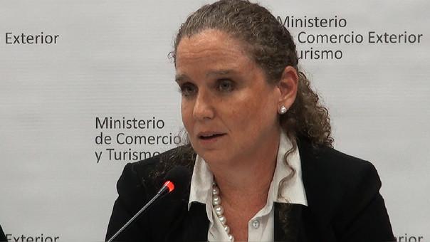 Ministra de Economía, Claudia Cooper: Economía peruana habría crecido 2.5% el 2017, menos de lo esperado.