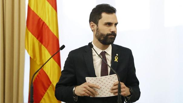 El presidente del Parlamento catalán, Roger Toirrent, anunció la postergación.