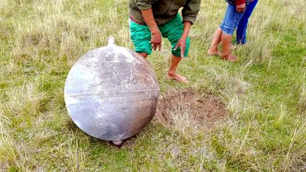 Así se ve el objeto que cayó cerca a Azángaro, en Puno.