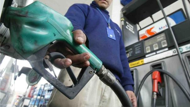 Plate indicó que Petroperú y Repsol por sétima semana consecutiva, subieron gasoholes y gasolinas hasta en S/ 0.20 o 2% por galón, incluido impuestos, en la estatal, y S/ 0.15 o 1.4% en la extranjera.