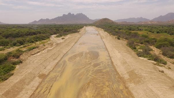 Trabajos de descolmatación en río Olmos