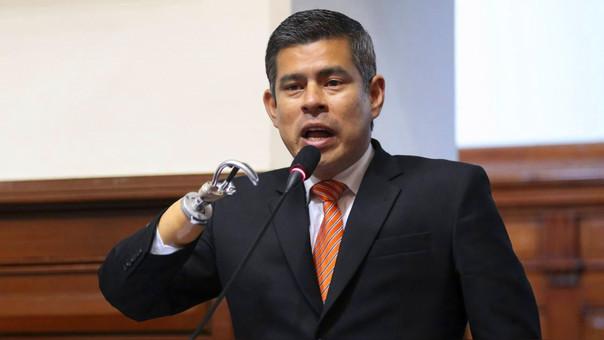 Luis Galarreta, presidente del Congreso, pide al Ejecutivo asumir su responsabilidad por reemplazo del D.U. 003.