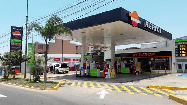 Opecu informó que Repsol elevó los precios de sus combustibles hasta en 2.6% por galón.