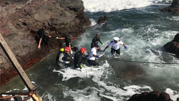 La Armada de Chile compartió imágenes de la recuperación de los cuerpos de las peruanas.