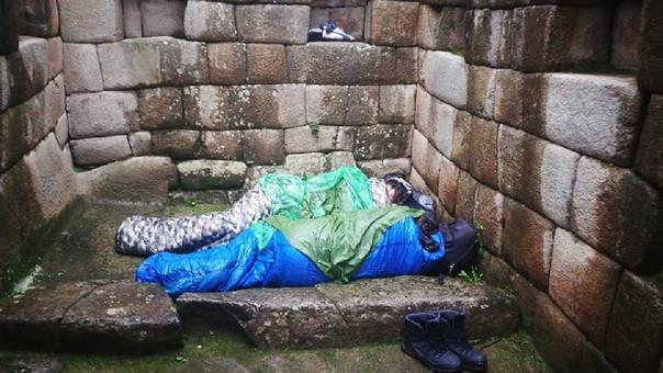 Turistas argentinos duermen en Machupicchu