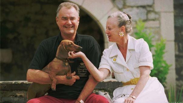 El príncipe Enrique y la reina Margarita II en 1996.