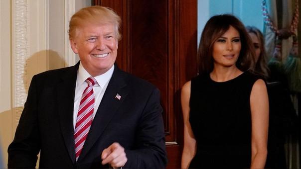 Donald Trump junto a su esposa, Melania Trump. Según la prensa estadounidense, el presidente le fue infiel en el 2006 con la actriz de cine para adultos 'Stormy Daniels'.