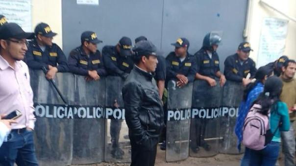 Este último martes, docentes de Huancabamba intentaron tomar la Ugel de la provincia.
