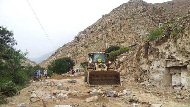 Provías realiza la limpieza en la ruta Abancay - Apurímac.