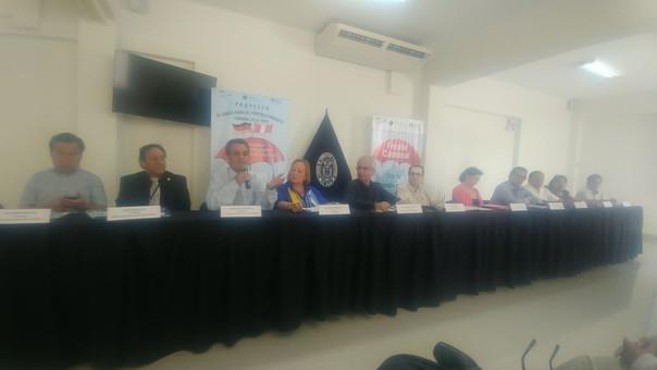 Empresarios ofrecen ayuda al Gobierno central con propuestas para la reconstrucción.