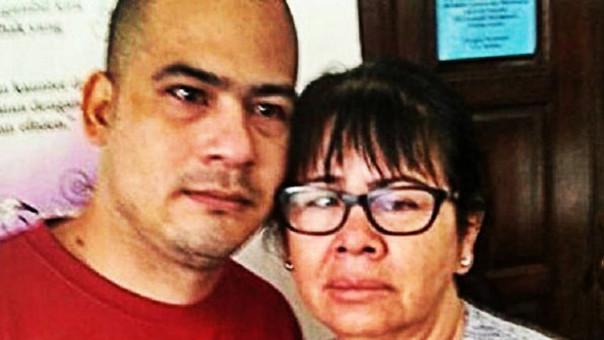 Víctor Eduardo Parada Vargas y su madre.