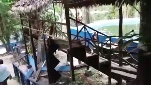 Caída de estrado de madera.
