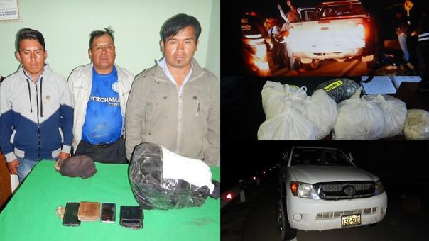Los intervenidos son interrogados por agentes policiales, para conocer la procedencia de la droga