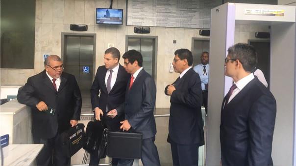 El equipo de la Fiscalía de Lavado de Activos a su llegada a la Procuraduría Regional en Sao Paulo.
