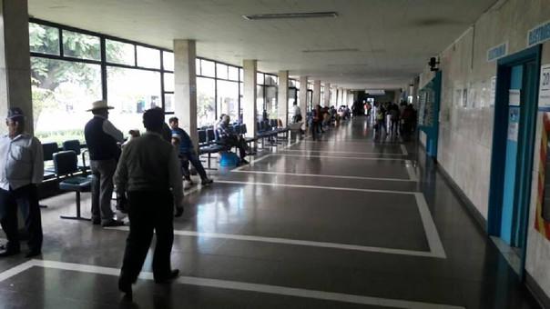 Sala de espera de hospital de Es Salud en Arequipa