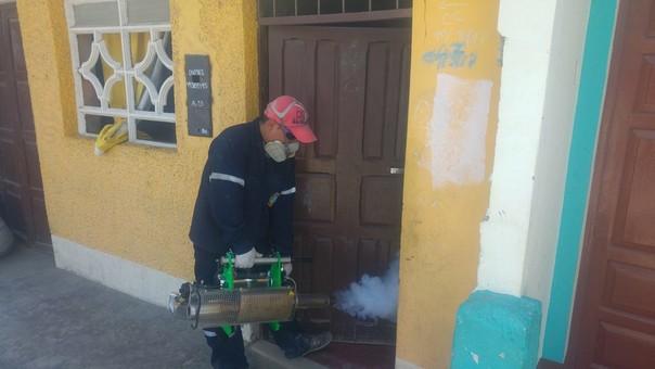 Trabajos de fumigación en Coishco