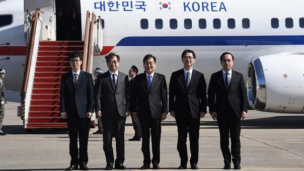 La delegación surcoreana que participa en las charlas.