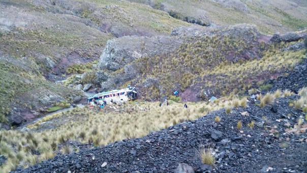 Bus de la empresa Perla del Sur cayó a abismo en Puquio.
