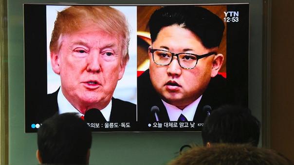 Surcoreanos miran el anuncio sobre el próximo encuentro entre Donald Trump y Kim Jong-un.