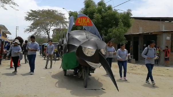 La campaña tiene un peculiar personaje denominado  Zikario, que es una maqueta de un zancudo gigante.