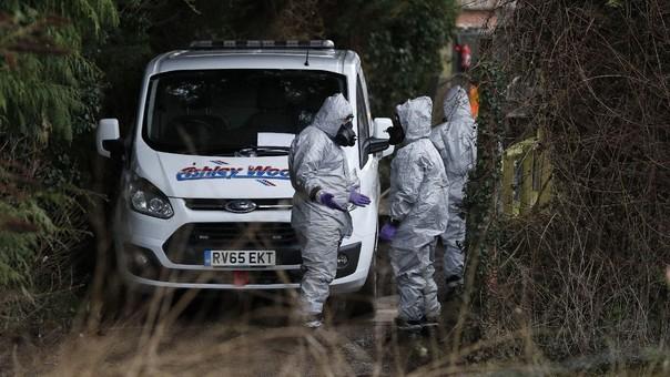 Personal militar con protección especial durante la investigación por el envenenamiento.