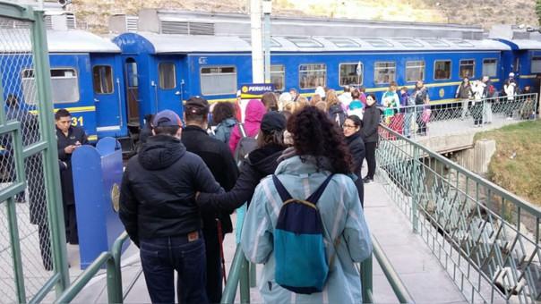 Servicio de trenes fue suspendido por medidas de seguridad.
