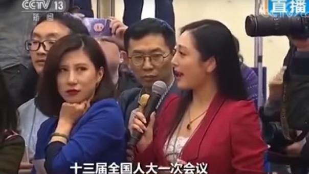 El gesto de la periodista fue celebrado por algunos usuarios en redes sociales chinas, pero finalmente le constó la censura.