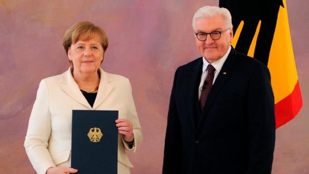 Merkel junto a Frank-Walter Steinmeier, presidente alemán.
