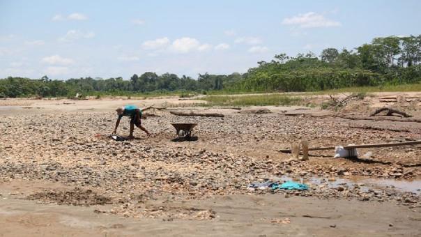Perú: minería ilegal arrasa área equivalente a 1800 campos de fútbol en Madre de Dios