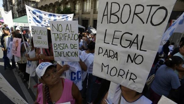 El pasado 8 de marzo, en el marco del Día Mundial de la Mujer, miles de mujeres tomaron la calle en Argentina exigiendo al Gobierno debatir sobre la despenalización del aborto.