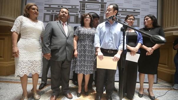 Los 12 congresistas que renunciaron a Fuerza Popular se abstendrán de votar por la vacancia presidencial.