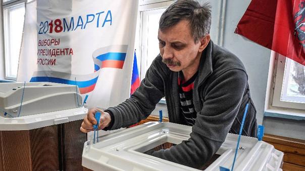 Con alta participación se vota con normalidad en las presidenciales de Rusia